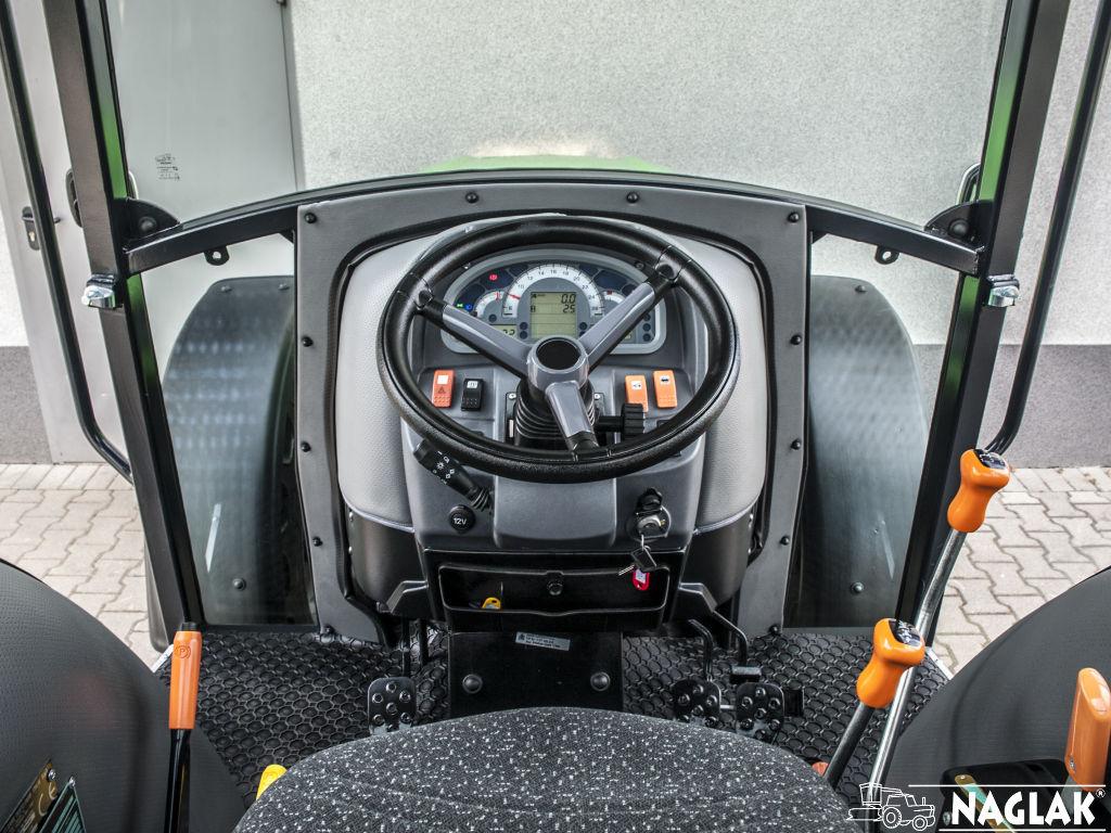 Kabina-Deutz-Fahr-4080e-NAGLAK-wnetrze-pulpit-kierownica