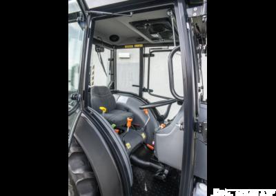 Kabina-Deutz-Fahr-Agroplus-F70-Keyline-NAGLAK-wnetrze-kabiny