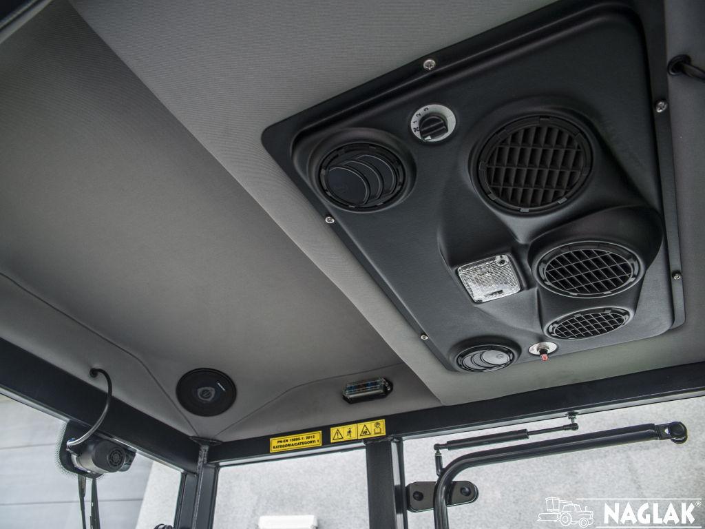 Kabina-Deutz-Fahr-Agroplus-F70-Keyline-NAGLAK-wnetrze-panel-nagrzewnicy