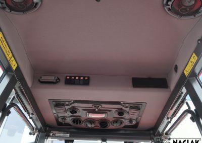 Kabina-Kubota-L1421-wnetrze-panel-nagrzewnicy-glosniki-NAGLAK