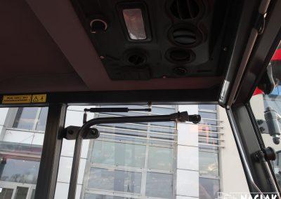 Kabina-Kubota-L1421-wnetrze-siłownik-sprezyna-gazowa-drzwi-panel-nagrzewnicy-NAGLAK